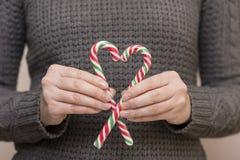 Corazón hecho del bastón de caramelo Fotos de archivo
