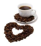 Corazón hecho del café y de una taza Fotografía de archivo libre de regalías
