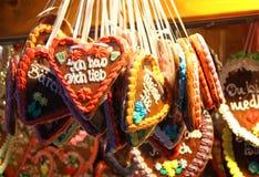 Corazón hecho a mano alemán tradicional del pan de jengibre Imagen de archivo libre de regalías