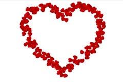 Corazón hecho por los corazones rojos en el fondo, el día de San Valentín y el amor blancos Foto de archivo