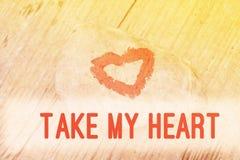 Corazón pintado con la barra de labios en el pedazo de piedra libre illustration