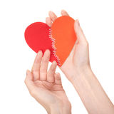 Corazón quebrado cosido en las manos de la mujer Imagenes de archivo