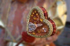 Corazón real decorativo del cetro de la corona con el brillo y las lentejuelas, color anaranjado Fotografía de archivo libre de regalías