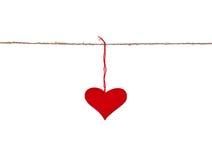 Corazón rojo colgado para arriba en la cadena Foto de archivo libre de regalías