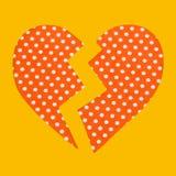 Corazón rojo con los puntos rotos por la mitad Foto de archivo libre de regalías