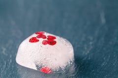 Corazón rojo congelado Imagenes de archivo