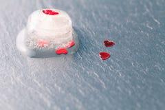 Corazón rojo congelado Imagen de archivo libre de regalías
