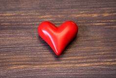 Corazón rojo de cerámica Imágenes de archivo libres de regalías