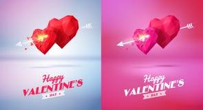 Corazón rojo de dos papiroflexia perforado por una flecha Foto de archivo libre de regalías