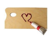 Corazón rojo de la pintura en la paleta, aislada Fotografía de archivo libre de regalías