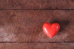 Corazón rojo de la tarjeta del día de San Valentín Imágenes de archivo libres de regalías