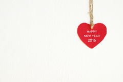 Corazón rojo de la tela con la ejecución de la palabra de la Feliz Año Nuevo 2016 en el cl Imagen de archivo libre de regalías