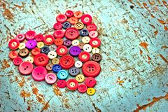 Corazón rojo de los botones de la vendimia Fotos de archivo