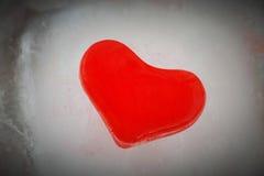 Corazón rojo del hielo Imagen de archivo libre de regalías