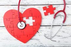 Corazón rojo del rompecabezas Fotos de archivo libres de regalías