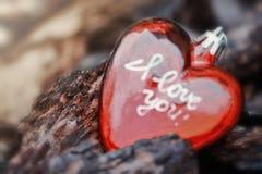 Corazón rojo del ` s de la tarjeta del día de San Valentín Imágenes de archivo libres de regalías