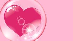 Corazón rojo dentro de una esfera transparente en una burbuja de jabón rosada del fondo Fotografía de archivo libre de regalías