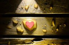 Corazón rojo en descenso del agua Imagen de archivo