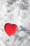 Corazón rojo en el hielo Foto de archivo