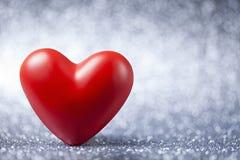 Corazón rojo en fondo brillante abstracto fotografía de archivo libre de regalías