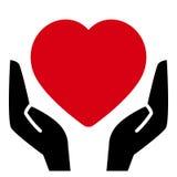 Corazón rojo en manos ilustración del vector