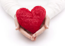 Corazón rojo en manos Fotografía de archivo libre de regalías