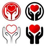 Corazón rojo en manos Fotos de archivo libres de regalías