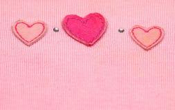 Corazón rojo en tela Foto de archivo libre de regalías