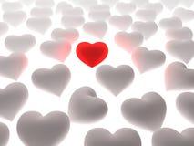 Corazón rojo en una muchedumbre de corazones blancos Imagen de archivo