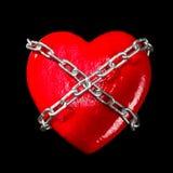 Corazón rojo encadenado imagen de archivo libre de regalías