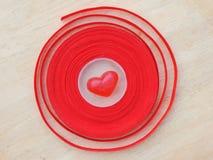 Corazón rojo, fondo de la tarjeta del día de San Valentín Imagen de archivo