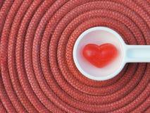 Corazón rojo, fondo de la tarjeta del día de San Valentín Imágenes de archivo libres de regalías