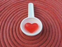Corazón rojo, fondo de la tarjeta del día de San Valentín Imagenes de archivo