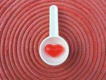 Corazón rojo, fondo de la tarjeta del día de San Valentín Fotografía de archivo libre de regalías