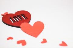 Corazón rojo grande con el amor de la inscripción Imagenes de archivo