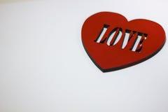 Corazón rojo grande con el amor de la inscripción Fotos de archivo libres de regalías