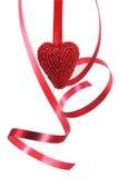 Corazón rojo y cinta rizada Fotos de archivo libres de regalías