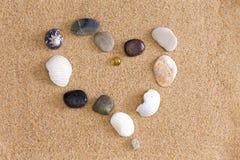 Corazón romántico en la playa Imágenes de archivo libres de regalías