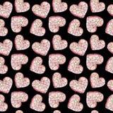 Corazón rosado en pedazos en un fondo negro Foto de archivo