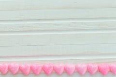 Corazón rosado en un blanco Fotografía de archivo