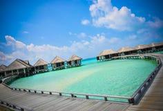 Corazón-shaeped del agua azul de océano de la playa de Maldivas Imágenes de archivo libres de regalías