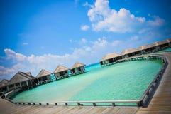 Corazón-shaeped 2 del agua azul de océano de la playa de Maldivas Imagenes de archivo