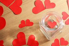 Corazón solo atrapado en un tarro de cristal Fotos de archivo libres de regalías