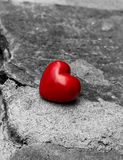 Corazón solo en un camino Imagen de archivo libre de regalías