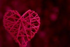 Corazón tejido rojo con el espacio de la copia Imagen de archivo