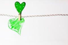 Corazón verde colgado Imagen de archivo