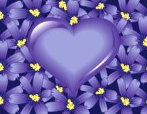 Corazón violeta en las flores Imagen de archivo libre de regalías