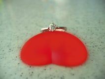 Corazón y anillo Fotografía de archivo libre de regalías