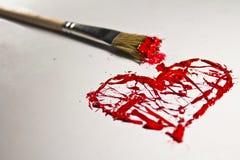 Corazón y cepillo del chapoteo del color rojo Fotografía de archivo