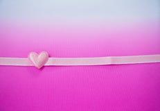 Corazón y cinta rosados Fotografía de archivo libre de regalías